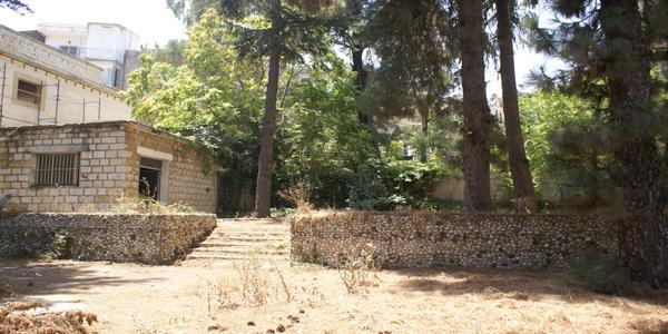 aley-hotel-jbeily-side-garden