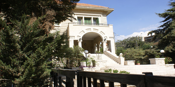 aley-villa-asmahan-side-view