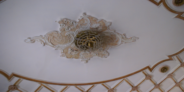 jbaily-hotel-aley-light-ceiling